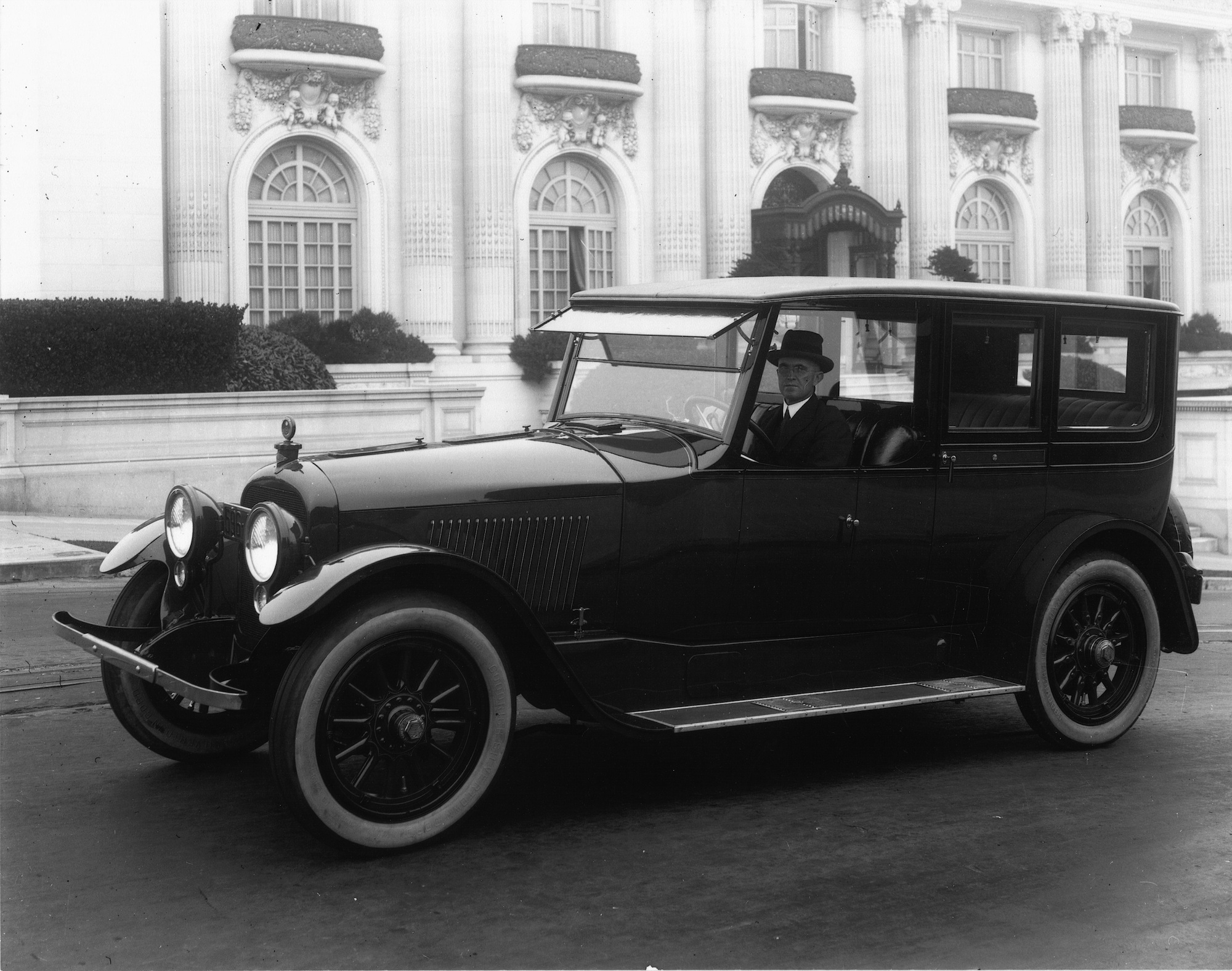 1923%20Dorris_Sedan_SanFrancisco.jpg