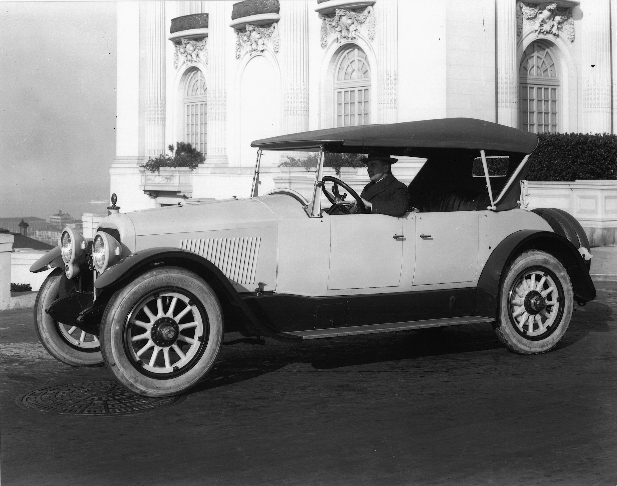 1923_Dorris_Touring_SanFrancisco.jpg